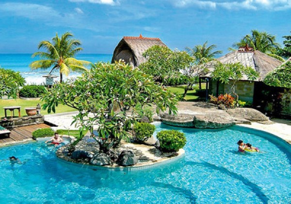 bali-suedkueste-Grand-Balisani-Suites-pool