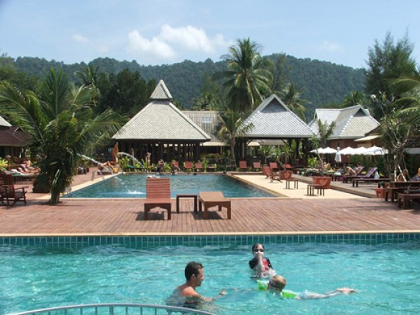 koh-lanta-nakara-long-beach-pool