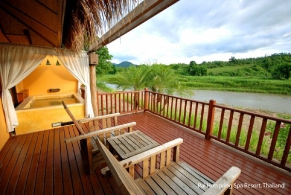 pai-hotspring-spa-resor-riverview1-terrasse